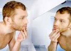 Mann am Spiegel
